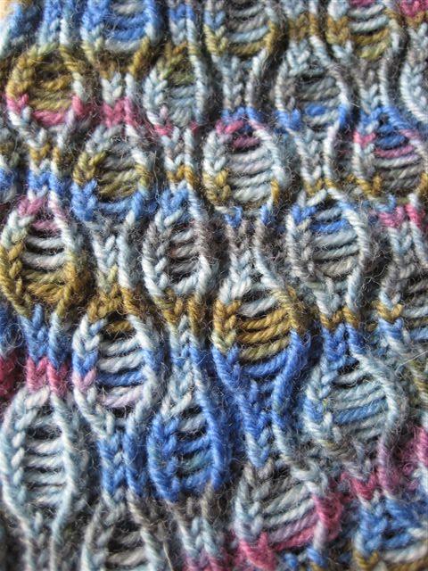 very cool stitch pattern, the Zombie sock